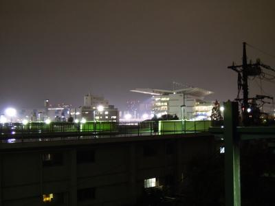 大井競馬場前駅から見る大井競馬場のスタンド